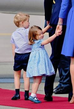 July 19th, 2017 || Prince George and Princess Charlotte departing from Warsaw Airport on their way to Berlin, Germany, for the second part of their Royal Visit to Poland and Germany.