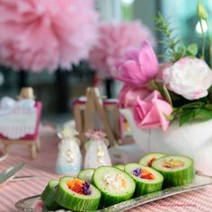 No recipe but looks simple enough. Rings of cucumber filled with yum. Snack Recipes, Snacks, Savoury Recipes, Few Ingredients, Food To Make, Sushi, Vegetarian, Yummy Food, Meals