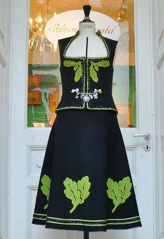 Mieder und Rock aus Loden mit Blätterapplikation.Größe 36 ©schwarzwald couture