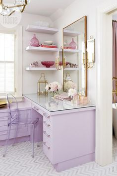 Dream Space: Feminine dressing room {PHOTO: Virginia Macdonald} home office inspiration Style At Home, Rangement Makeup, Interior Decorating, Interior Design, Gold Interior, Decorating Ideas, New Room, Room Inspiration, Dresser Inspiration