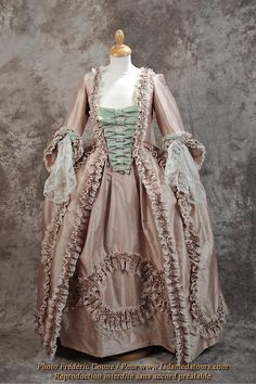 18th C reproduction of a Robe a la Francaise, from La Dame d'Atours Costumes