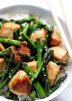 INGREDIENTS: 1 Tbsp. soy sauce 1 Tbsp. honey 2 boneless, skinless chicken breasts, cut into bite-sized pieces (about 1-inch) 1 Tbsp. olive oil 1 bunch asparagus, cut into bite-sized pieces 4 cloves garlic, thinly sliced