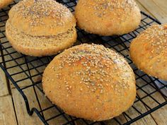 Integral Carrot Bread (for Hamburger Fit) - Fitlicioso - How to make Carrot Wholemeal Bread (for Hamburger Fit) tender, fluffy and low in calories. Bread Bun, Pan Bread, Keto Almond Bread, Club Sandwich Recipes, Cold Sandwiches, Burger Buns, Sin Gluten, Healthy Desserts, Bread Recipes