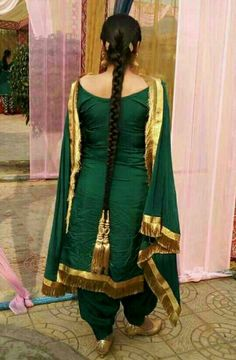 The colour Punjabi Fashion, Indian Fashion Dresses, Indian Gowns Dresses, Indian Outfits, Punjabi Suits Designer Boutique, Boutique Suits, Indian Designer Suits, Designer Wear, Patiala Suit Designs