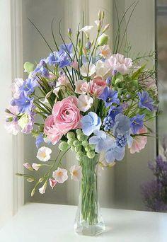 she shed ideas interior Sugar Flowers, Silk Flowers, Paper Flowers, Beautiful Flowers, Arrangements Ikebana, Floral Arrangements, Arte Floral, Decoration Plante, Beautiful Flower Arrangements