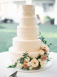 Wedding A Wedding Planner's Tented Wedding Inspired by Flowers at ShoreWay Acres Inn – Wedding Ideas Fall Wedding Cakes, Elegant Wedding Cakes, Wedding Cakes With Flowers, Tent Wedding, Wedding Cake Designs, Wedding Hair, Dream Wedding, Wedding Cake With Lace, Romantic Weddings