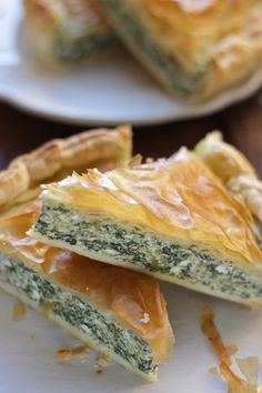 Torta salata in crosta di pasta fillo con borragine e ricotta