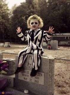 costume contest for Levi. Beetlejuice - 2013 Halloween Costume Contest via Works Beetlejuice Halloween Costume, Old Halloween Costumes, Halloween Costume Contest, Boy Costumes, Halloween Kostüm, Halloween Cosplay, Scary Toddler Costumes, Homemade Toddler Costumes, Costume Ideas