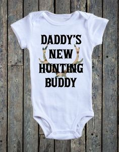Daddy's New Hunting Buddy Onesie®/ Hunting Onesie®/ Deer Onesie®/ Camo Onesie. : Daddy's New Hunting Buddy Onesie®/ Hunting Onesie®/ Deer Onesie®/ Camo Onesie®/ Baby Boy Onesie®/ Baby boy bodysuit/ dove hunting/ by RustikBoutique on Etsy Camouflage Baby, Baby Boy Camo, Camo Baby Stuff, Cowboy Baby, Knitted Baby Clothes, Baby Kids Clothes, Country Baby Clothes, Baby Outfits Newborn, Baby Boy Outfits
