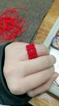 Macrame Jewelry Tutorial, Macrame Bracelet Patterns, Macrame Rings, Macrame Bracelets, Beaded Earrings, Crochet Earrings, Macrame Design, Micro Macrame, Photo Tutorial