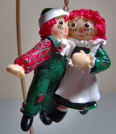 Did you have a Raggedy Ann or Raggedy Andy doll when you were a child?  This Christmas ornament reminds me of my dolls.