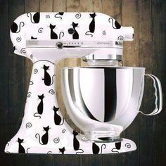 16 Gadgets for the Kitchen of Those Who Love Cats Crazy Cat Lady, Crazy Cats, Cat Cafe, Cat Accessories, Cat Decor, Do It Yourself Home, Kitchen Aid Mixer, Cat Gifts, Cool Cats
