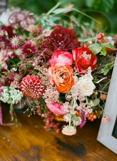 These brilliant blooms would be a great addition to any table. Photo via Southern Weddings.