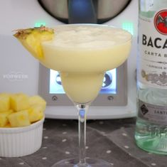 Creamy and delicious. our Thermomix Pina Colada takes less than 1 minute to make (and tastes AMAZING! The perfect summer cocktail! Refreshing Cocktails, Summer Cocktails, Fun Drinks, Alcoholic Drinks, Party Drinks, Frozen Strawberry Daiquiri, Strawberry Wine, Baileys Cocktails, Chocolate Baileys