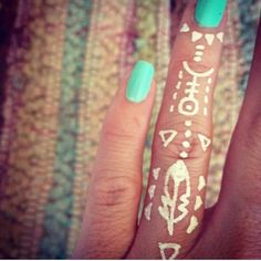 Ohhh. I want to paint this on my hand now. It'd make a great henna, too!