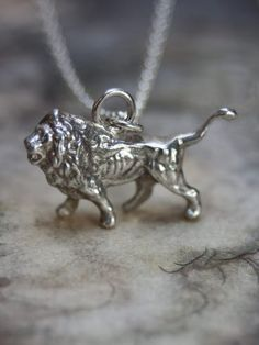 Lion Necklace - Love this. Very detailed