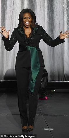 Michelle Obama takes Oslo by storm in a dazzling green tuxedo by Norwegian designer Peter Dundas Barak And Michelle Obama, Barrack And Michelle, Curvy Fashion, Plus Size Fashion, Fall Fashion, Fashion Trends, Michele Norris, Green Tuxedo, Custom Tuxedo