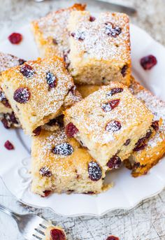 Cranberry White Chocolate Chip Bliss Cake - The flavors of Starbucks Cranberry Bliss Bars in a Soft, Easy, No-Mixer Cake! Recipe at averieco...