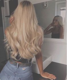 long-hairstyles The Effective Pictures We Offer You About curly hair styles suelto A quality picture Blonde Hair Looks, Brown Blonde Hair, Blonde Hair For Summer, Baby Blonde Hair, Blonde Wig, Dark Blonde, Curly Hair Styles, Aesthetic Hair, Blonde Hairstyles