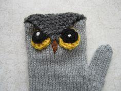 Owl Mittens Free Knitting Pattern - more free owl knitting patterns at… Owl Knitting Pattern, Mittens Pattern, Knitting Patterns Free, Free Knitting, Baby Knitting, Free Pattern, Crochet Mittens, Knit Or Crochet, Crochet Hats