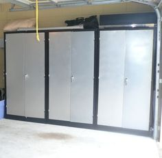 Blk Metal/Stainless Locking Garage Cabinets***
