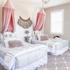 "Here's what @burlap_bundles thought about them after adding a pair of this style to this gorgeous room! - ""We are obsessed with their Goldie Dot Beddy's! I seriously walk into their room every day Modern Kids Bedroom, Girls Bedroom, Bedroom Ideas, Floral Bedroom Decor, Beddys Bedding, Wedding Room Decorations, Zipper Bedding, Unicorn Room Decor, Shared Bedrooms"