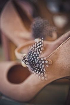 Feather shoe clips by @SilverSixpence1, Photos by @KatyLunsford