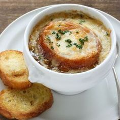 Oven-Baked Onion Soup: In this weather, who wouldn't want a big bowl of tasty soup? Onion soup to be specific. Crockpot French Onion Soup, Onion Soup Recipes, Baked Onions, Oven Baked, Soup And Salad, Cooking Recipes, Crockpot Recipes, Aga Recipes, Favorite Recipes