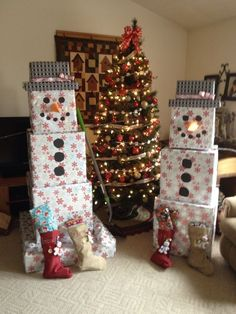 Wrap & Stack Presents to look like a Snowman...((This is awesome! needs to happen THIS YEAR!))