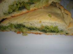 LA FOCACCIA RIPIENA DI CIME DI RAPA appartiene alla tradizione culinaria pugliese. Semplice e buonissima.