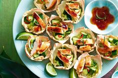 Twice-cooked honey & five spice chicken wonton cups - My best finger food list Holiday Appetizers, Healthy Appetizers, Healthy Recipes, Protein Recipes, Healthy Cooking, Appetizer Recipes, Five Spice Chicken, Chicken Spices, Sticky Chicken