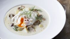 Uvařte si tradiční českou polévku v luxusním provedení podle Zdeňka Pohlreicha. Nevařte z vody, ale začněte světlou jíškou a silným kuřecím vývarem. Videos, Eggs, Meat, Chicken, Cooking, Breakfast, Food, Kitchen, Morning Coffee
