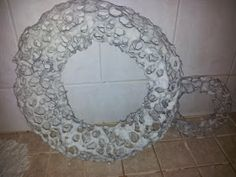 Unelmaloistoa: Kanaverkko-paperimassa työ Chicken Wire, Paper Cover, Different Shapes, Metallica, Garland, Wreaths, Mirror, Christmas, Furniture