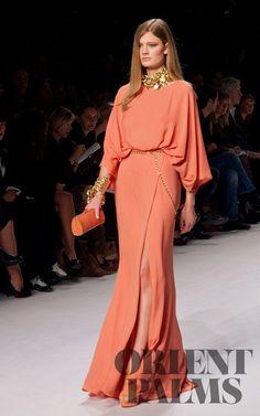 Elie Saab Erste Fotos, P-É 2011 - Konfektion - Ultimative Kleiderkollektion Formal Dresses For Women, Elegant Dresses, Pretty Dresses, Beautiful Dresses, Dresses Dresses, Wedding Dresses, Couture Fashion, Hijab Fashion, Fashion Dresses