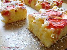 Ciasto waniliowe z rabarbarem i truskawkami