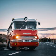 Classic Trucks, Classic Cars, Veteran Car, Classic Motors, Busses, Transportation Design, Old Cars, Motorhome, Custom Cars