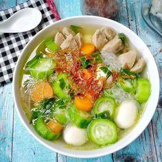 9 Resep sup bening, segar, sehat, mudah dibuat dan bikin nagih Asian Cooking, Easy Cooking, Cooking Recipes, Malay Food, Zuchinni Recipes, Healthy Vegetable Recipes, Asian Soup, Nasi Goreng, Asian Recipes