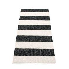 Pappelina BOB / Black • Vanilla - tapis de couloir long tressé, fabriqué en Suède - design Pappelina