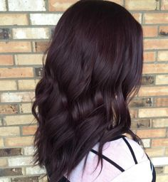 Very Dark Burgundy Brown Hair Hair 45 Shades of Burgundy Hair: Dark Burgundy, Maroon, Burgundy with Red, Purple and Brown Highlights Pelo Color Borgoña, Winter Hairstyles, Burgundy Hairstyles, Medium Hairstyles, Easy Hairstyles, Brunette Hairstyles, Latest Hairstyles, Hairstyle Ideas, Wedding Hairstyles