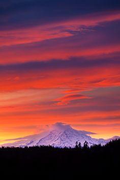~~Mt. Rainier at Dawn | sunrise cloudscape view from Bainbridge Island, Washington | by Mantis of Destiny~~
