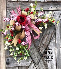10 Gorgeous Valentines Day Decorations - Life Is Fun Silo Valentines Flowers, Valentine Day Wreaths, Valentines Day Decorations, Valentine Day Crafts, Holiday Wreaths, Valentine Nails, Homemade Valentines, Valentine Box, Valentine Ideas