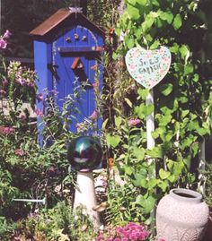 blue flower garden shed Beach Hut Shed, Beach Huts, Blue Shed, Shed Playhouse, Shed Signs, Cozy Place, Play Houses, Bird Feeders, Blue Flowers