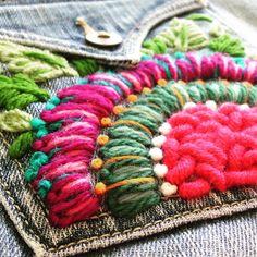 """164 Me gusta, 9 comentarios - Sol Alvarez Roldan (@sol.alvarezroldan) en Instagram: """"Mira qué bueno quedo mi jean!!! Queres bordar el tuyo? Las colecciones de esta temporada explotan…"""" Hand Embroidery Stitches, Crewel Embroidery, Embroidery Techniques, Ribbon Embroidery, Embroidery Patterns Free, Cross Stitch Embroidery, Embroidery Designs, Sculpture Textile, Stitch Witchery"""