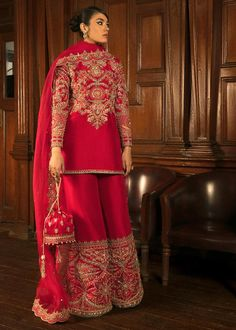 Indian Bridal Outfits, Indian Fashion Dresses, Dress Indian Style, Indian Designer Outfits, Pakistani Fashion Party Wear, Pakistani Dresses Casual, Pakistani Bridal Wear, Bridal Lehenga, Stylish Dress Designs