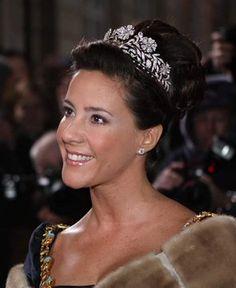 (16) Royal Ladies (@vaninaswchindt) / Twitter Royal Crowns, Royal Tiaras, Crown Royal, Tiaras And Crowns, Princess Marie Of Denmark, Danish Royalty, Princess Kate Middleton, Princesa Mary, Danish Royal Family