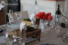 Decoração para Almoço de Páscoa por Patricia Junqueira {Home, Receber & Baby} para Receber Bem! www.patriciajunqueira.com.br  #Decor #Eventos #Festa #Coelhinho #Páscoa #Chocolate #Arranjo Floral #Rosas #Prata #Castiçal #Linho #Guardanapo #Tableseting #Tablescape #Decoração de festas #Mesaposta #Produtos decoração