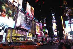 New York im Winter: NYC zu Weihnachten als Reiseziel erkunden. Ein Kurztrip oder Wochenendtrip lohnt sich auch im Winter. Times Square, Rockefeller Center, Bryant Park und Museum of Modern Art warten auf dich!