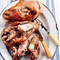 Diegene wat weet, sê die kop is die lekkerste deel van die skaap! Chicken Liver Recipes, Lamb Recipes, Curry Recipes, Meat Recipes, Wine Recipes, Healthy Recipes, South African Dishes, South African Recipes, Kitchens