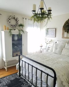 Delicate Rustic bedroom remodel shabby chic,Guest bedroom remodel wood walls and Girls bedroom remodel headboards. Home Decor Bedroom, Chic Bedroom, Farmhouse Master Bedroom, Master Bedrooms Decor, Bedroom Decor, Beautiful Bedrooms, Home, Home Bedroom, Remodel Bedroom
