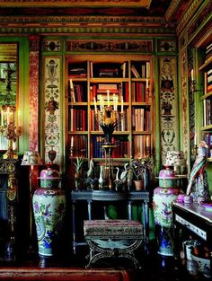 An advocate of mixing styles to suit one's own taste, Slatkin combined a pair of Italian console tables with Chinese export porcelain birds and a French athénienne candelabrum topped by a gilt-bronze pineapple. Decor, Built In Bookcase, Grand Designs, Sweet Home, Interior Inspiration, Interior, Chinoiserie, Beautiful Interiors, Home Decor